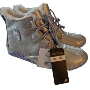 Sorel Frozen 2 Out n About boots NWT SZ 5
